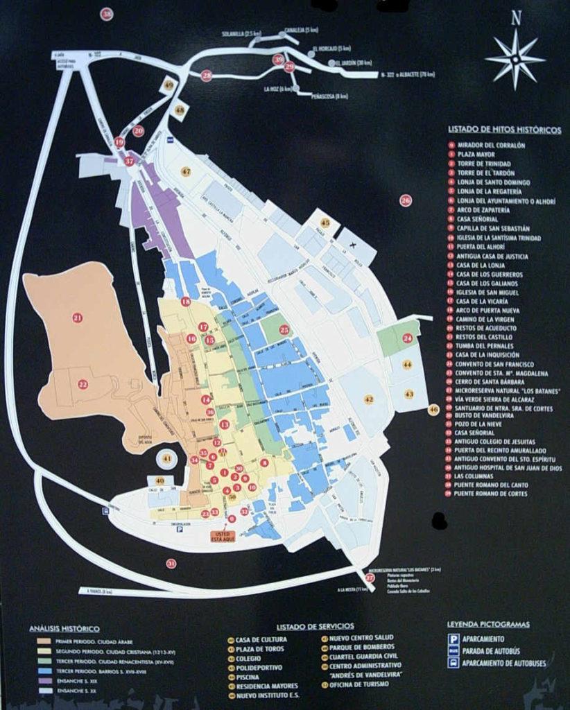 Plano de Alcaraz. Ubicación de monumentos, servicios y establecimientos hosteleros